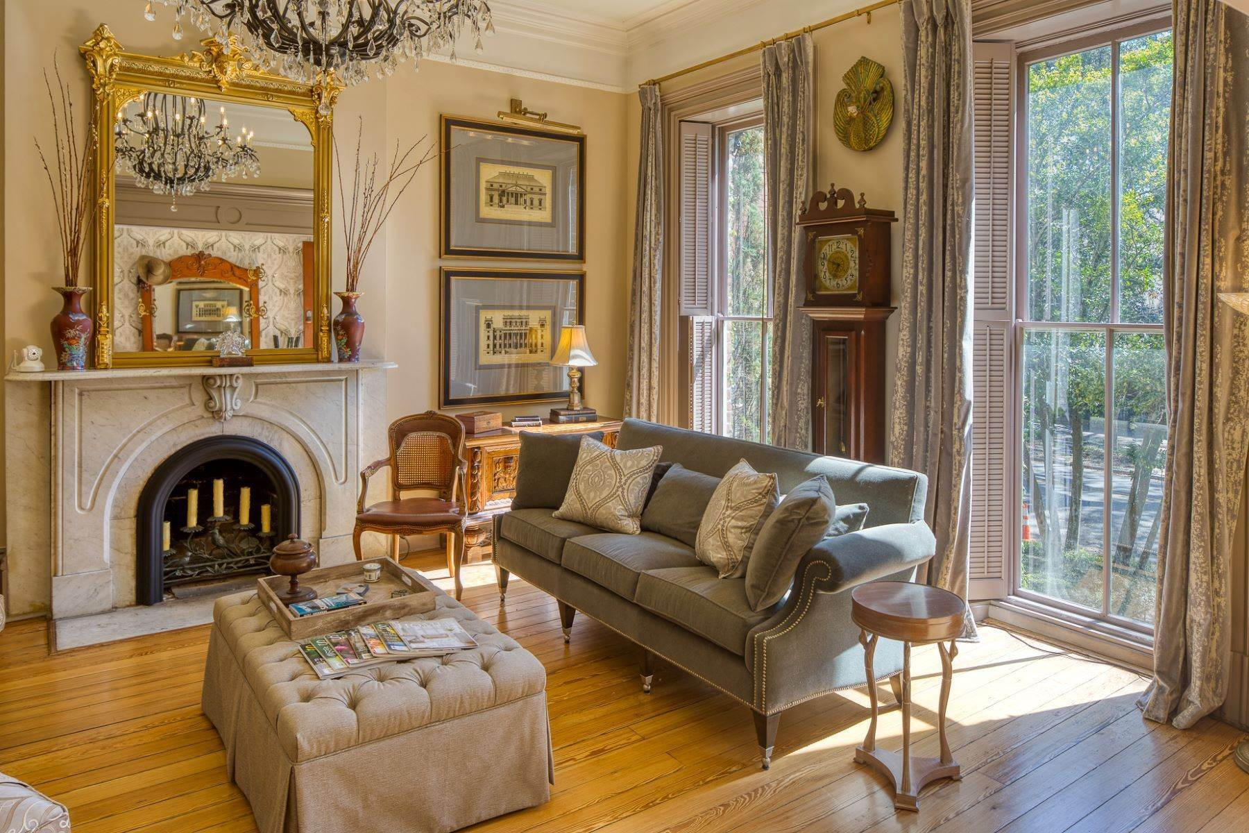 6. Single Family Homes for Sale at Architectural Gem Located In The Heart Of Savannah's Landmark Historic District 206 E Gaston Street Savannah, Georgia 31401 United States