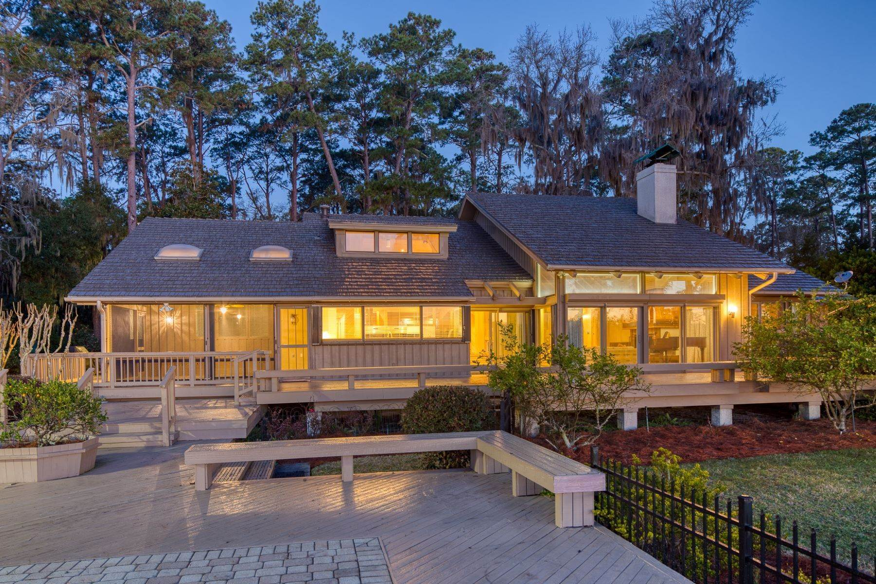 7. Single Family Homes for Sale at Live On Over 2.5 Acres That Overlook The Skidaway River And Beyond 41 Island Drive Savannah, Georgia 31406 United States