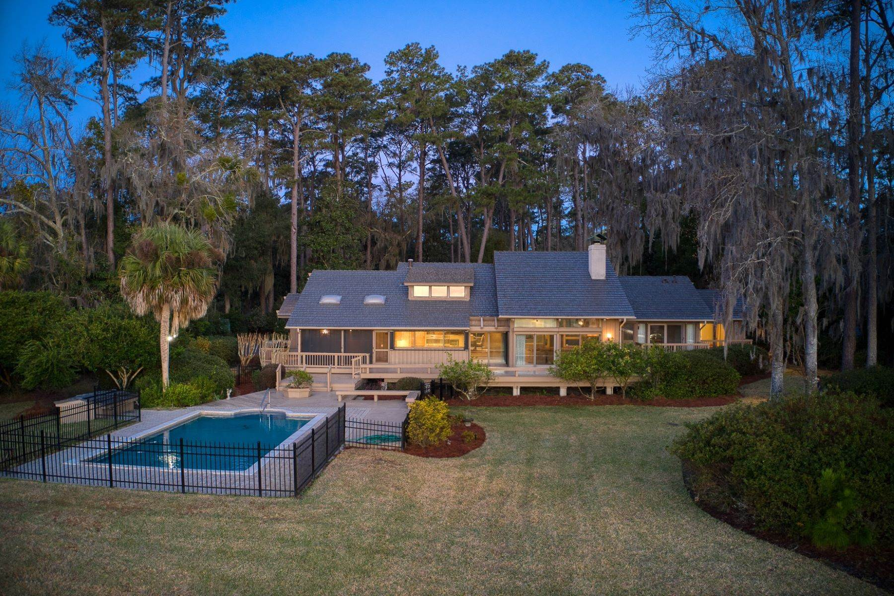 6. Single Family Homes for Sale at Live On Over 2.5 Acres That Overlook The Skidaway River And Beyond 41 Island Drive Savannah, Georgia 31406 United States