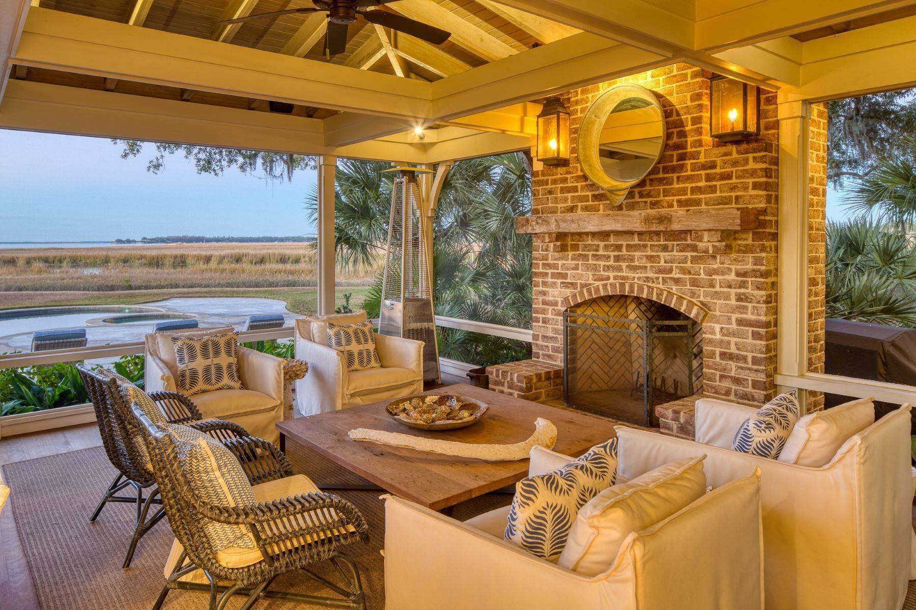 42. Single Family Homes for Sale at Premier Waterfront 71 North Calibogue Cay Hilton Head Island, South Carolina 29928 United States