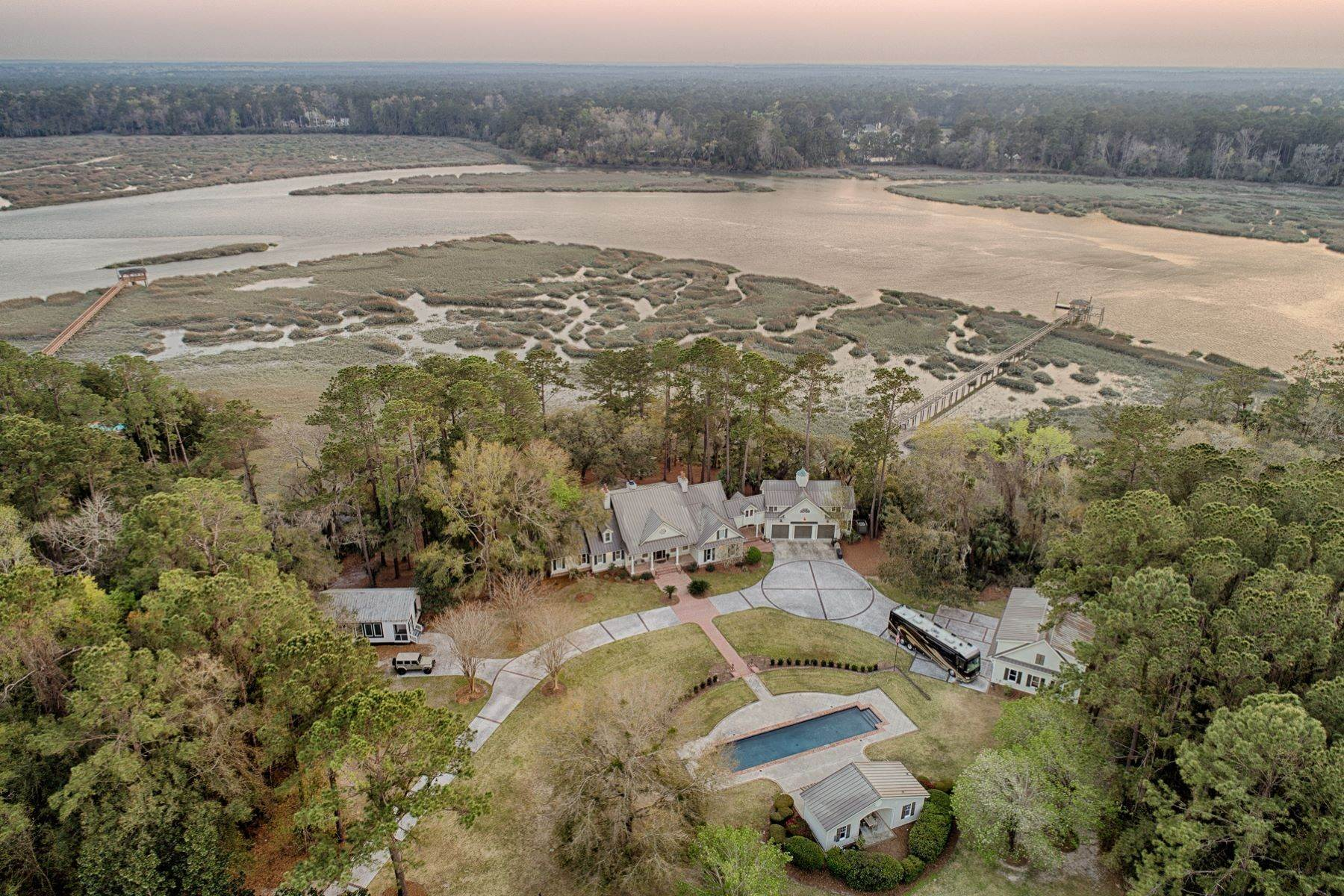 36. Single Family Homes for Sale at 7 Acres in Gascoigne Bluff 155 Gascoigne Bluff Road Bluffton, South Carolina 29910 United States