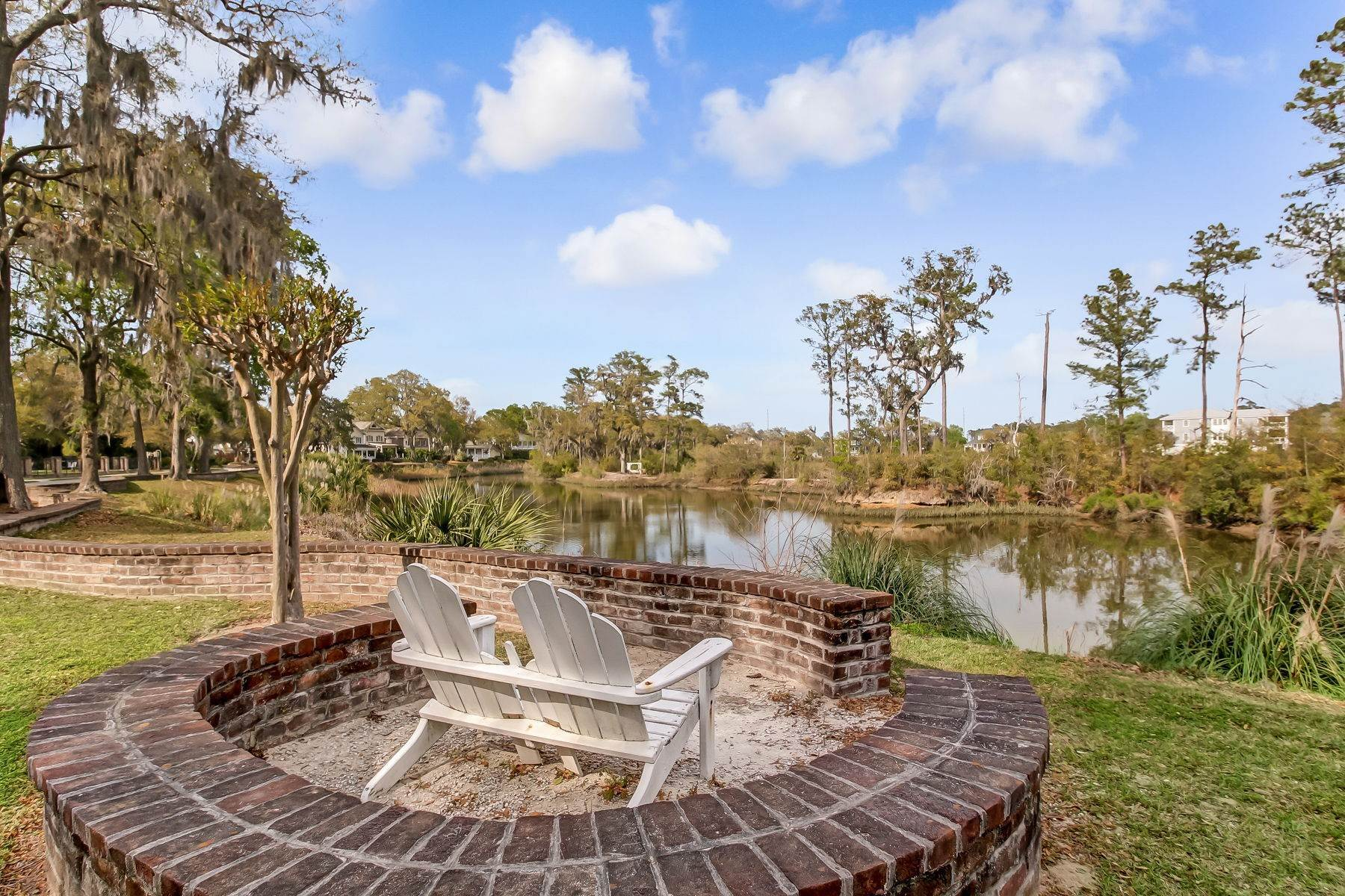 45. Single Family Homes for Sale at Low Country Home on Double Lot in Gated Community 203 John Wesley Way Savannah, Georgia 31404 United States