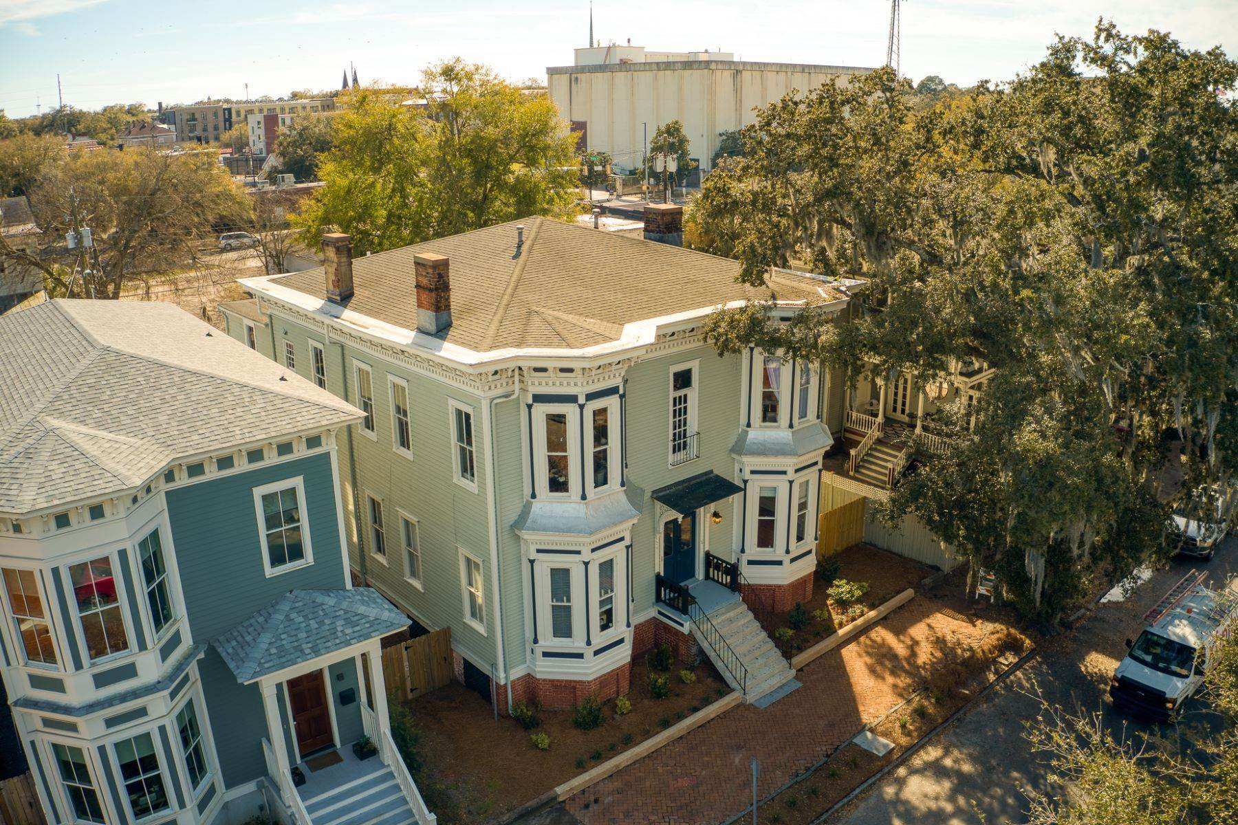 16. Property for Sale at Stunning Six Unit Victorian Apartment Building Near Forsyth Park 109 E Duffy Street Savannah, Georgia 31401 United States