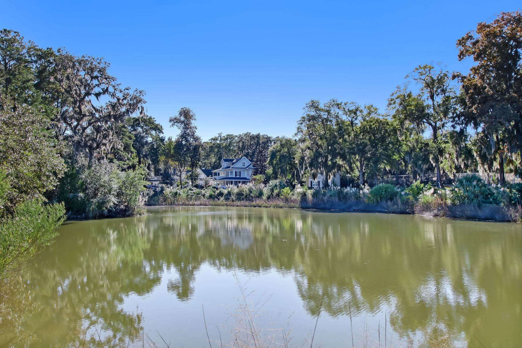 48. Single Family Homes for Sale at Low Country Home on Double Lot in Gated Community 203 John Wesley Way Savannah, Georgia 31404 United States