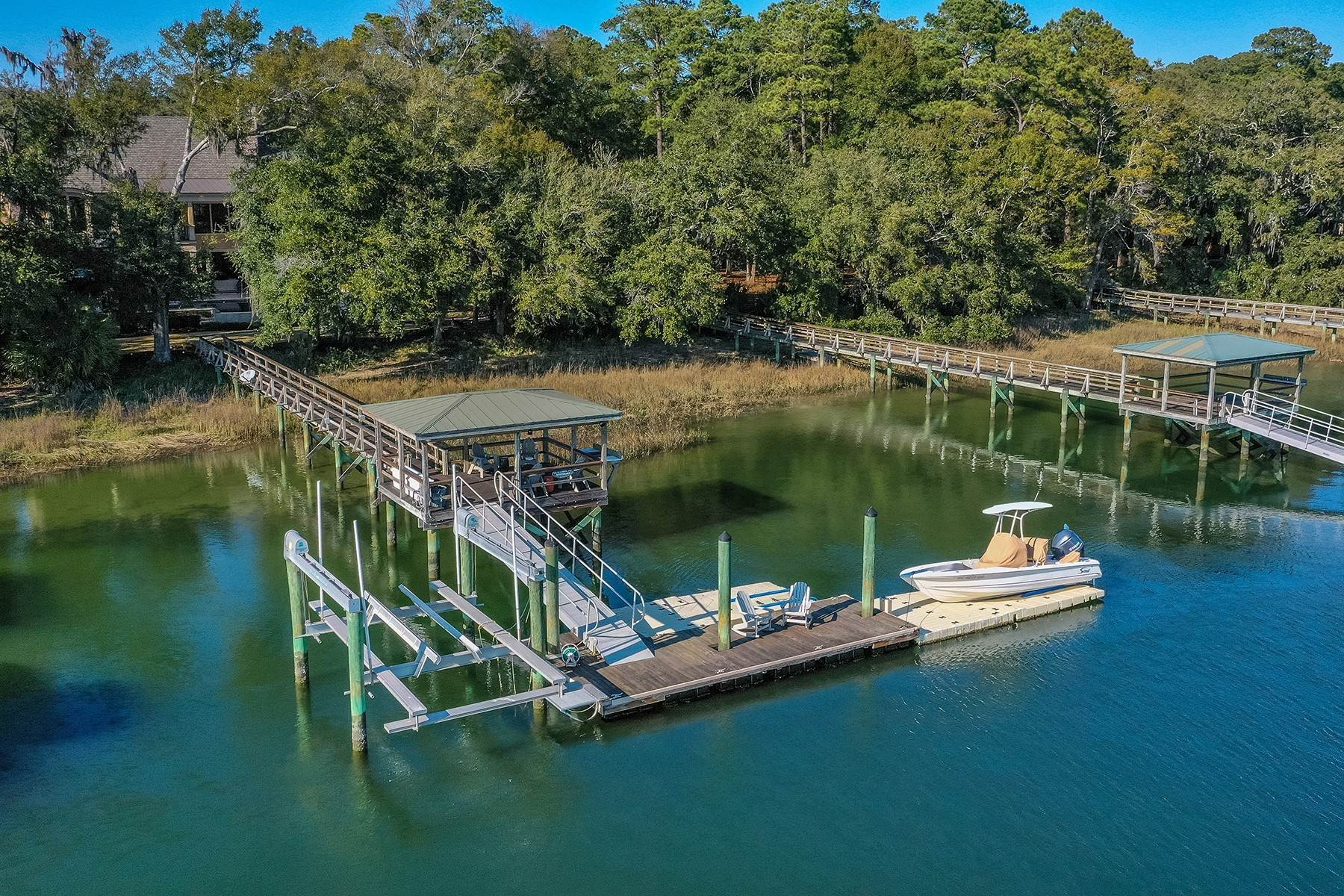 45. Single Family Homes for Sale at Exclusive Tidewater Landing 90 Tidewater Manor Hilton Head Island, South Carolina 29926 United States