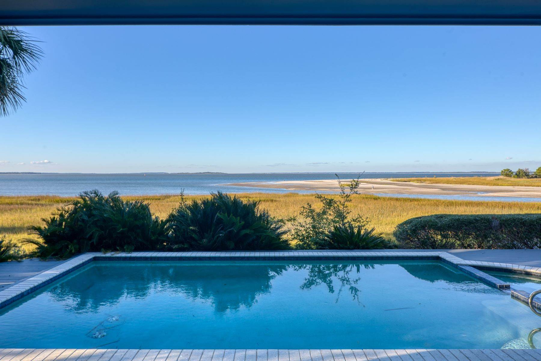 21. Single Family Homes for Sale at Views of Port Royal Sound and Intercoastal Waterway 47 Ribaut Drive Hilton Head Island, South Carolina 29926 United States