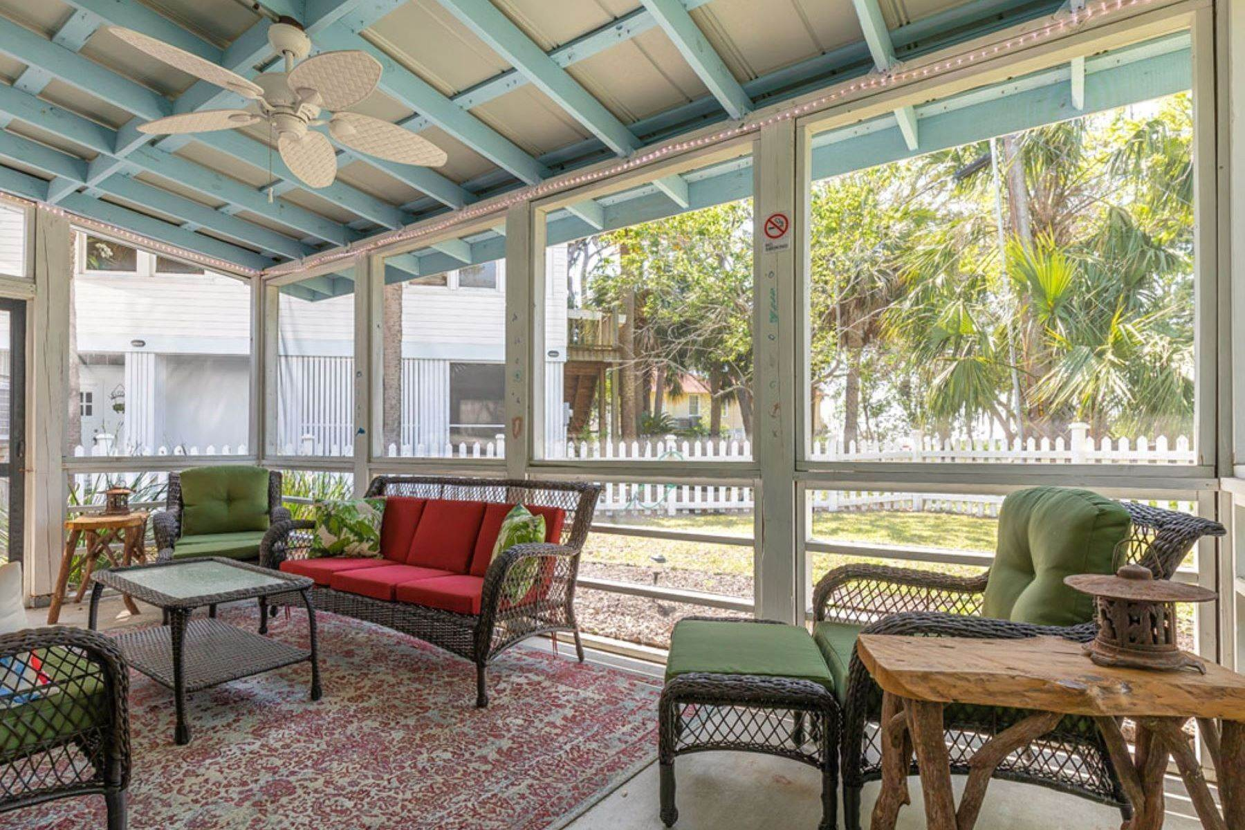 39. Single Family Homes for Sale at The Ultimate Tybee Home With In-Ground Pool And Dock On Tidal Creek 701 13th Street Tybee Island, Georgia 31328 United States