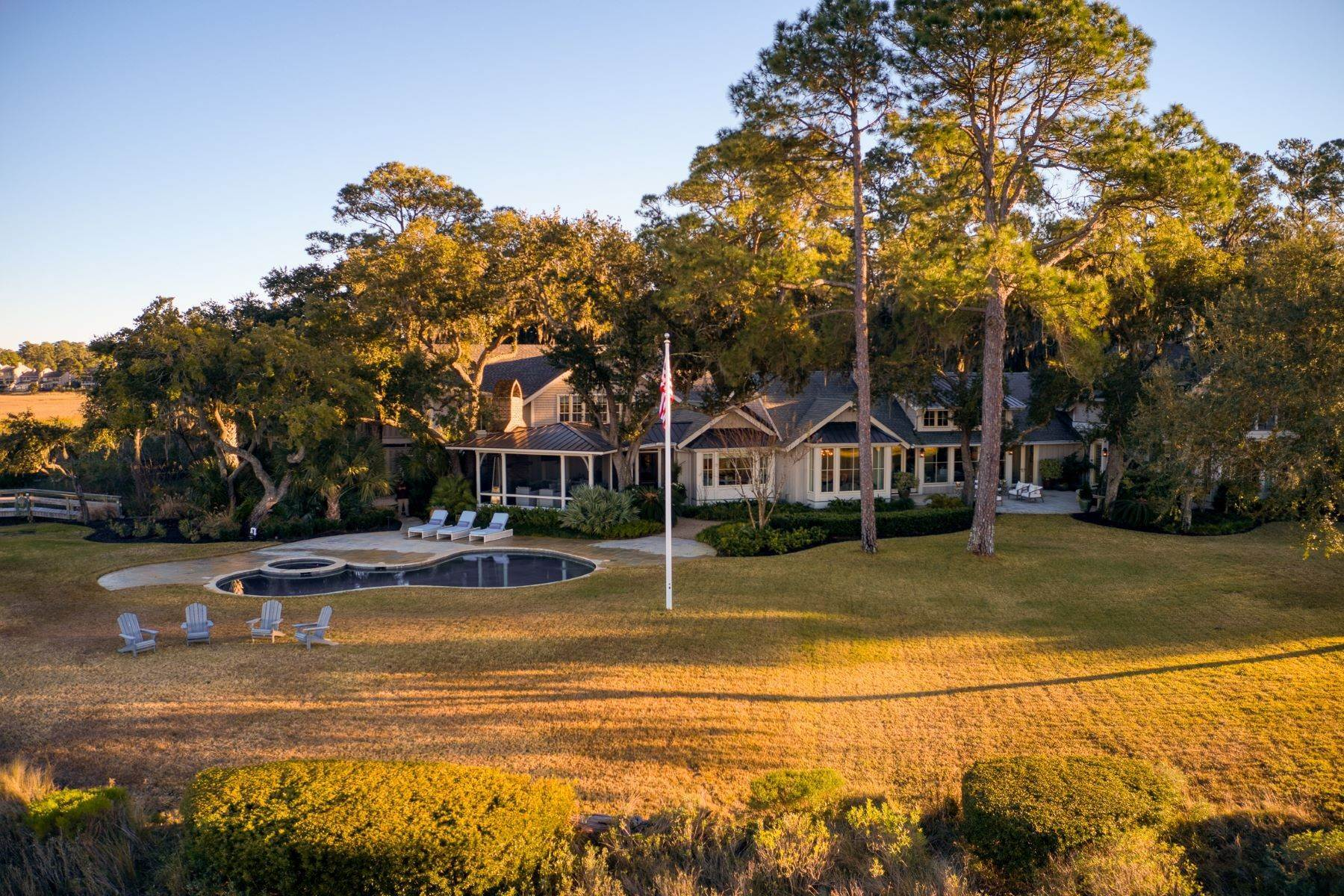24. Single Family Homes for Sale at Premier Waterfront 71 North Calibogue Cay Hilton Head Island, South Carolina 29928 United States