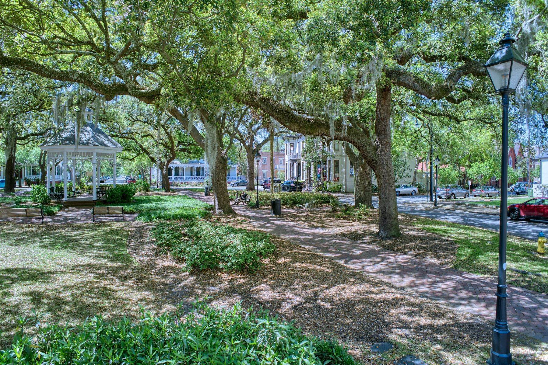 28. townhouses por un Venta en Charming Townhouse Built In 2000 In The Historic Style 526 E Taylor Street Savannah, Georgia 31401 Estados Unidos