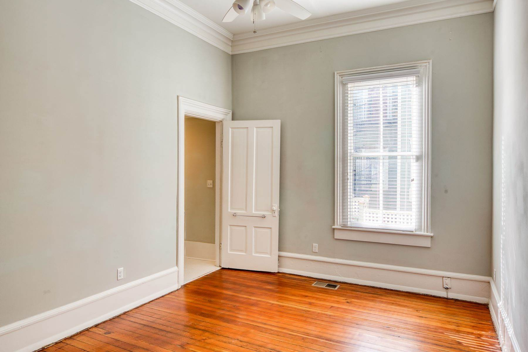 12. Property for Sale at Stunning Six Unit Victorian Apartment Building Near Forsyth Park 109 E Duffy Street Savannah, Georgia 31401 United States