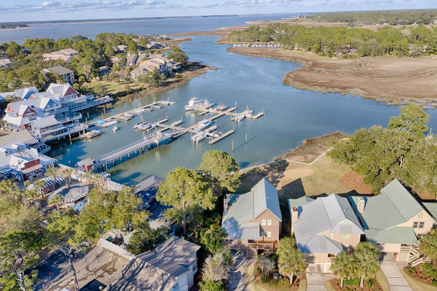 38. Single Family Homes for Sale at 12 Portside Drive Hilton Head Island, South Carolina 29928 United States